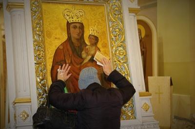Цілувань ікон не буде: які заборони діятимуть у храмах на Великодні свята
