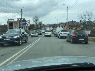 Через аварію в Чернівцях утворився великий затор - фото