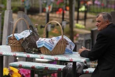 Поминальні дні - без масових відвідин кладовищ: рішення громади на Буковині