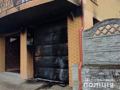 """""""Месник"""" із коктейлем: на Буковині невідомий підпалив гараж"""