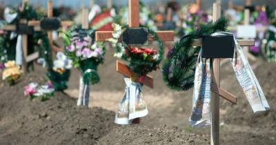 Позували оголеними на тлі могил: 7-класниці влаштували фотосесію на кладовищі