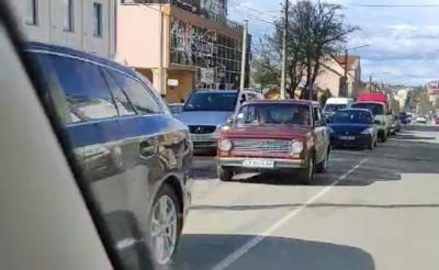 Вулиці Чернівців перед Великоднем скували масштабні затори