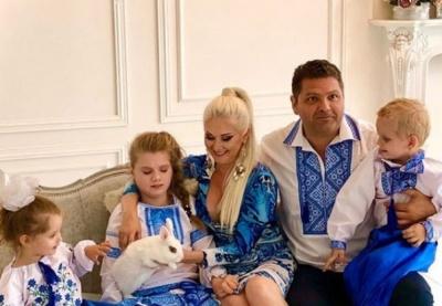 У колі родини: співачка з Чернівців показала, як готується до Великодня