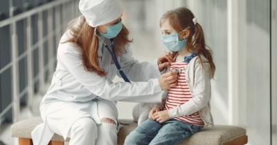 Новий штам коронавірусу почав більше вражати дітей: інфекціоністка назвала причини