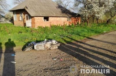 З'їхав на скутері у кювет: на Буковині у ДТП травмувався 23-річний водій