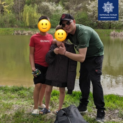 Тонув в озері: у Чернівцях поліцейський врятував 8-річного хлопчика
