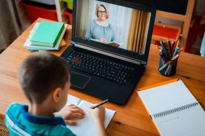 Стало відомо, скільки гаджетів придбають для українських вчителів
