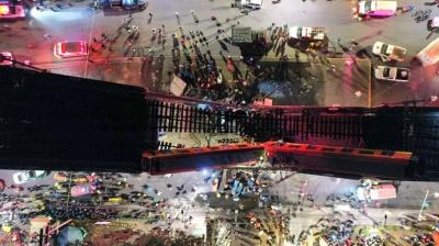 Естакада з потягом впала просто на автомобілі: 20 загиблих, 70 поранених