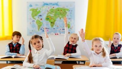 Школярі Чернівців повертаються за парти: хто залишиться на «дистанційці»
