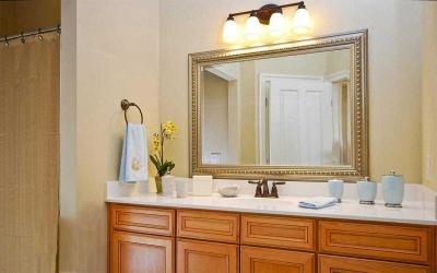 Чому не можна ставити дзеркало в спальні і спати навпроти нього