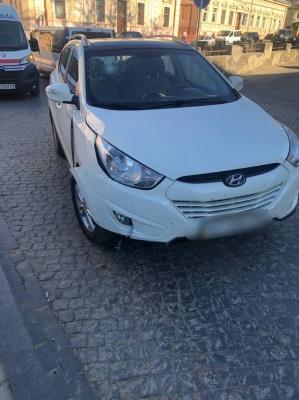ДТП у центрі Чернівців: п'яний водій на Турецькому мості протаранив огорожу