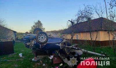 Смертельна ДТП на Буковині: легковик врізався в огорожу, 29-річний водій загинув