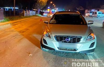 Переходив дорогу у забороненому місці: на Буковині збили п'яного пішохода