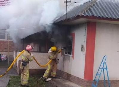 На Буковині згорів будинок військового, поки той був на фронті: небайдужих просять допомогти