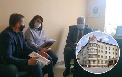 Скандал у дитячій лікарні Чернівців: у ратуші зацікавились, чому в головлікаря аж 6 заступників