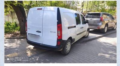 У Чернівцях за паркування на тротуарі поліція оштрафувала відразу двох водіїв