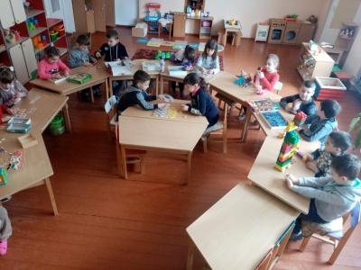 На Буковині благодійники передали меблі дитсадкам