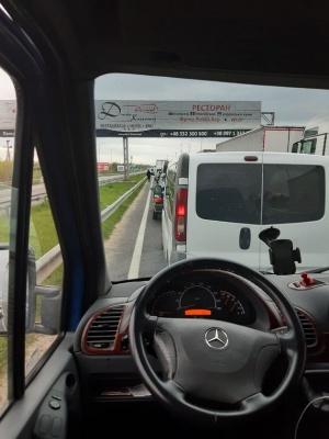 Стоїмо з дев'ятої ранку: буковинка про ситуацію на кордоні з Польщею