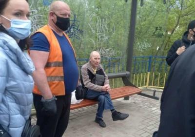 У Чернівцях пасажир втратив свідомість і розбив голову в тролейбусі: небайдужі люди врятували чоловіка