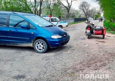 ДТП на Буковині: внаслідок зіткнення легковика і мотоцикла постраждали двоє пенсіонерів
