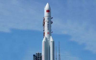 Неконтрольована китайська ракета впала на Землю: стало відомо, куди