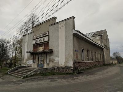Замість кінотеатру - басейн: у Чернівцях хочуть реконструювати закинуте приміщення