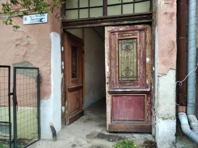 У Чернівцях діє програма реставрації дверей: скільки зможуть відновити цьогоріч - фото