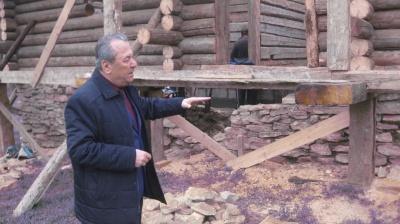 У музеї Чернівців відновлюють хату буковинського Підгір'я, якій майже 200 років - фото