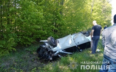 Перекинулась автівка: на трасі під Чернівцями загинула 10-річна дівчинка, ще одна дитина у лікарні