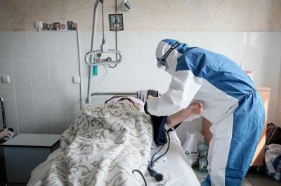 """У """"коронавірусних"""" лікарнях Чернівців зайнято менше половини ліжок"""