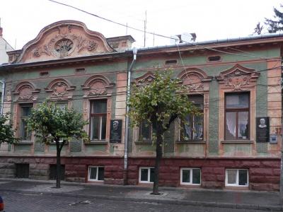 Невідома Буковина: будинки, що знищили архітектуру палациків-близнюків