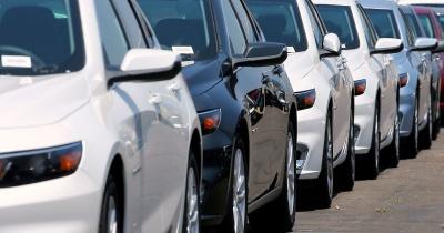 Розмитнювати автівки з Європи стане простіше: Зеленський підписав закон