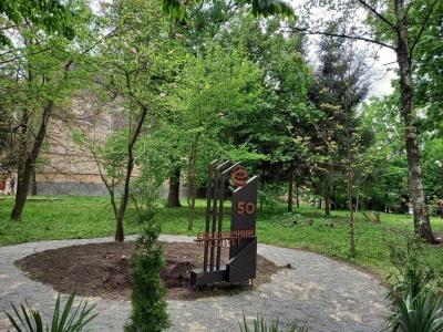 У Чернівцях відкрили пам'ятник з нагоди 50-річчя факультету ЧНУ