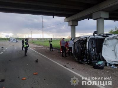 Зіткнулися три автівки: поліцейські повідомили подробиці смертельної ДТП під Чернівцями