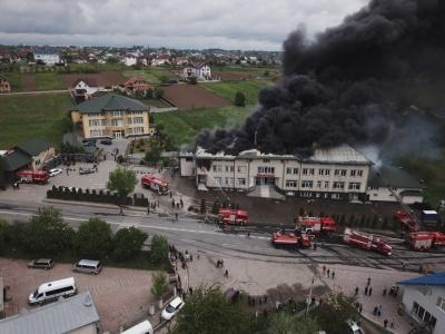 Гасили понад дві години: деталі масштабної пожежі під Чернівцями - фото