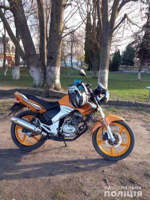 У Чернівцях поліцейські розшукали чоловіка, який викрав мотоцикл