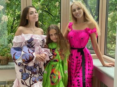Українські зірки похвалились колоритними вбраннями у День вишиванки