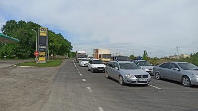 Кілометрові затори: на дорозі на Буковині через ремонт дороги ускладнений рух - фото
