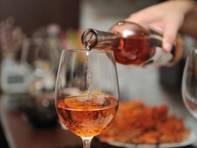 Медики назвали малопомітні ознаки алкоголізму: на тілі залишаються сліди