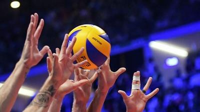 У чемпіонаті Чернівців з волейболу змагалися і чоловіки, і жінки