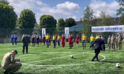 Осачук у Чернівцях показав футбольні фінти перед головним прикордонником України