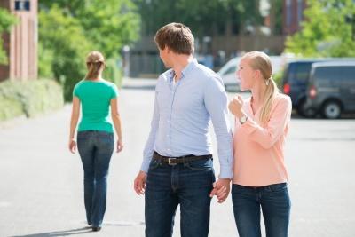 Психологиня назвала 8 правил, як побороти власні ревнощі