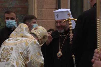 Патріарха Святослава в Чернівцях зустріли під «Червону руту»