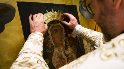"""Чудотворній іконі """"Надія безнадійних"""", яку коронували у Чернівцях, 400 років: кому вона допомагає"""