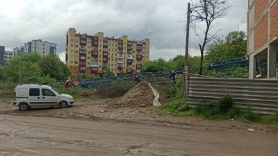 Розбита кабіна і зруйнована конструкція: що відомо про падіння баштового крану в Чернівцях – фото