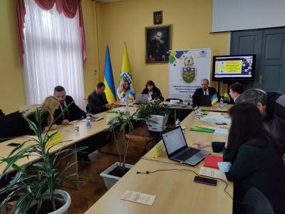 З нагоди 55-річчя Чернівецького торговельно-економічного інституту відбувся круглий стіл*