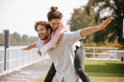 Ці 5 ознак говорять про те, що коханий вартий того, щоб стати вашим чоловіком
