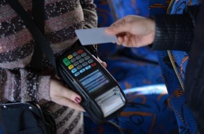 Чернівці планують повністю відмовитись від готівки у тролейбусах: згодом не буде й кондукторів