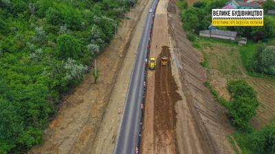 На Буковині продовжується капітальний ремонт траси «Житомир-Чернівці» – фото