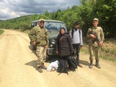 Шукали кращого життя: на Буковині прикордонники затримали нелегалів з Азії